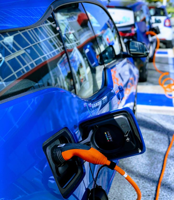 electric-car-carpooling